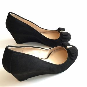 Nice black rubber shoes for Women or teens